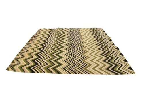 Bayliss Product: Nouvelle Size: 200x300 Design/Colour: Green Zigzag Composition: NZ Blend Wool Construction: Hand-Tufted