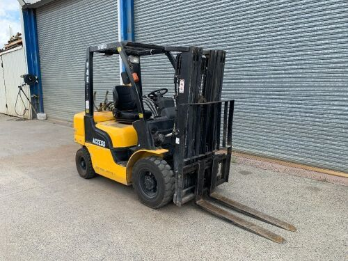 2003 Nissan 2.5T 4 Wheel Counterbalance Forklift *RESERVE MET*