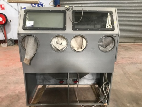 Blast Off Sand Blasting Cabinet, Pneumatic operated