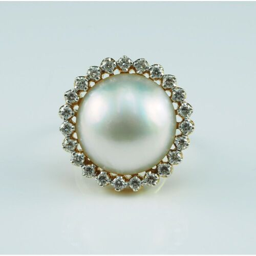 (DO NOT LOT) 18ct yellow gold Mabe pearl & diamond set ring