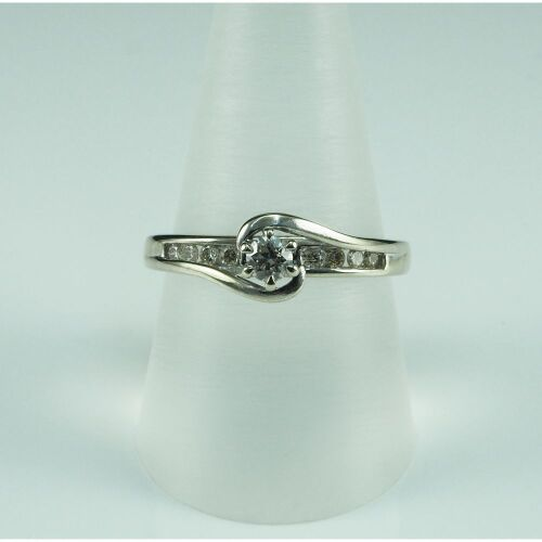 (DO NOT LOT) 9ct white gold diamond set engagement ring