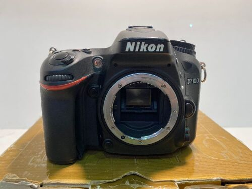 Nikon D7100 Camera with battery charger MH-25 + accessories