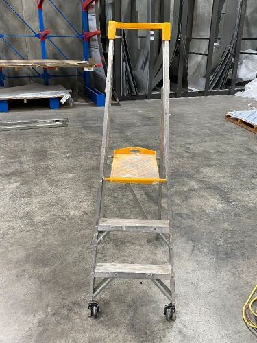 Gorilla 120Kg Max Load Aluminium Step Ladder