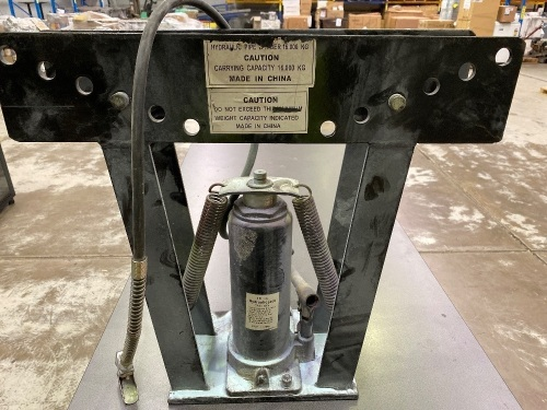 GRIP - Grand Rapids Industrial Products 16 Ton Hydraulic Jack